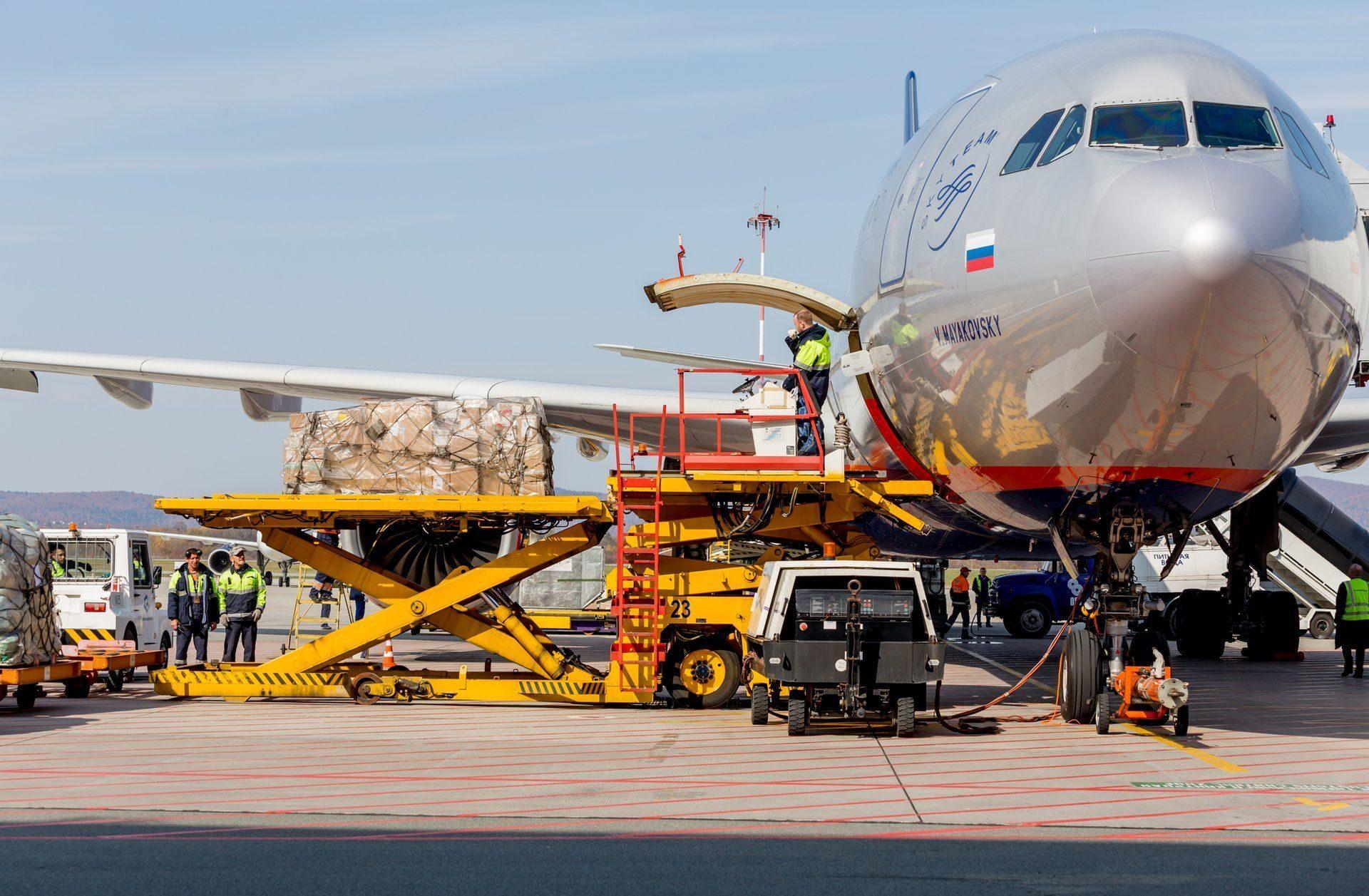 Доставка товаров и документов самолетом - особенности
