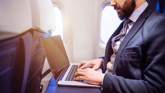 Крупные авиаперевозчики причисляют ноутбук к категории личных вещей